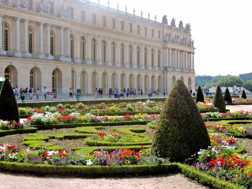 Palaces And Gardens