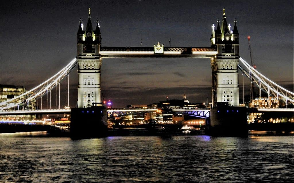 Glittering Dubai & Regal London
